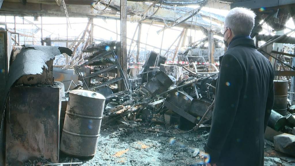 Grossbrand Hinwil: Schadensbesichtigung in der ausgebrannten Fabrikhalle
