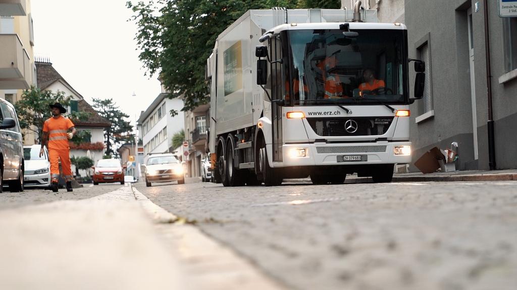 Ein Fahrzeug der Entsorgung + Recycling Zürich unterwegs.
