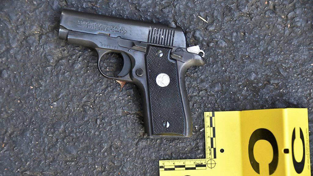 Diese Pistole soll der Afroamerikaner, der am Dienstag in Charlotte von der Polizei erschossen wurde, bei sich getragen haben. Die Polizei veröffentlichte mit den Bildern auch Videomaterial.