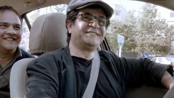 """Der iranische Film """"Taxi"""" von Jafar Panahi gewinnt in Berlin"""