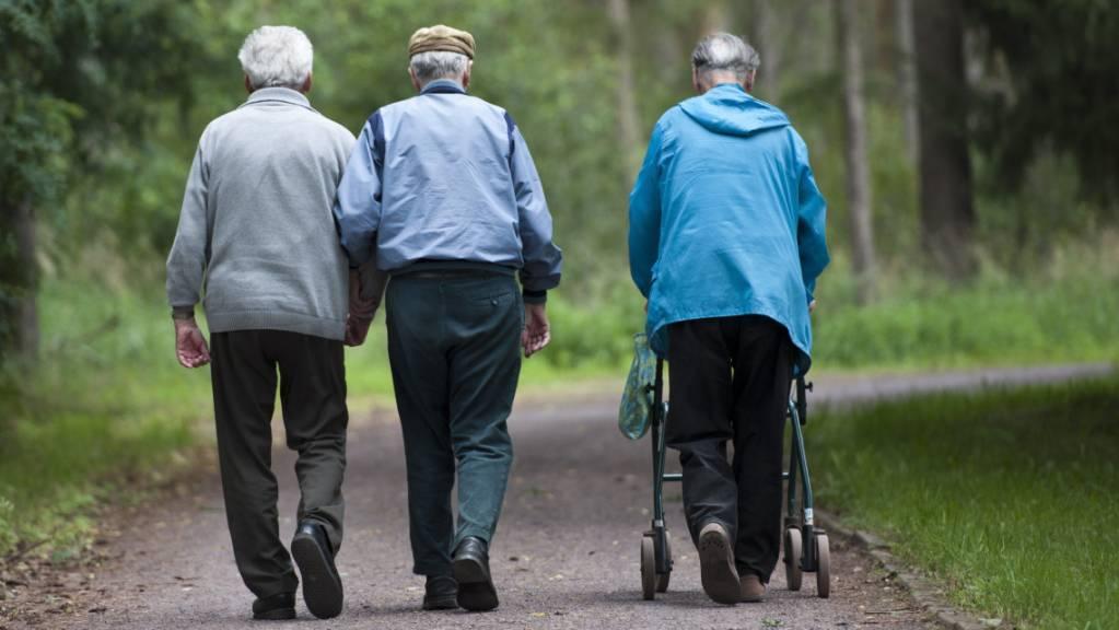 Das Institut der deutschen Wirtschaft fordert Rentenalter 70 ab 2052. (Archivbild)