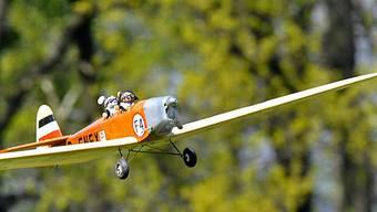 Modellflugzeug am Himmel (Symbolbild)
