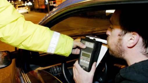 Die Polizei mass beim Unfallfahrer zwei Promille Alkohol im Blut. (Symbolbild)