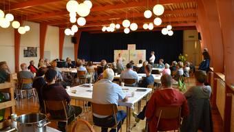 An einem Workshop zur Ortsbildentwicklung trafen sich rund 50 Interessierte aus Schinznach-Dorf und Oberflachs in der Aula in Schinznach, um Ideen für die Zukunft zu entwickeln.