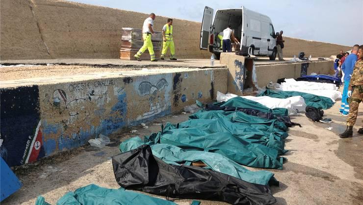 Geborgene Leichen auf Lampedusa: Ihre Zahl steigt weiter an.