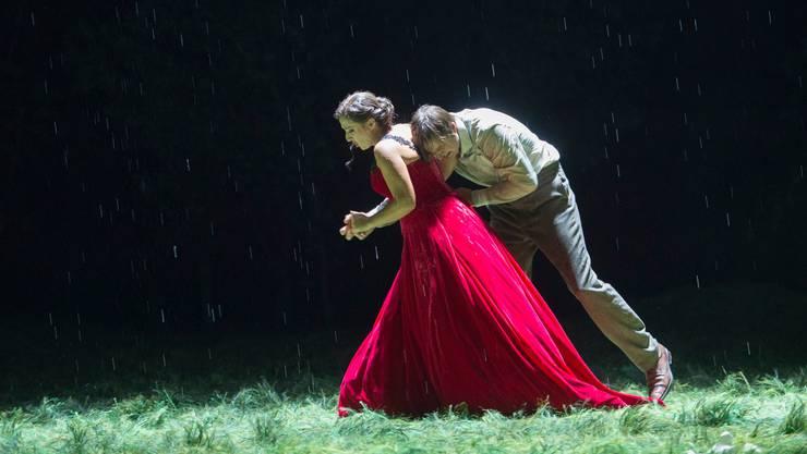Mit dem Timing klappt es zwischen Tatjana (Olga Bezsmertna) und Onegin (Peter Mattei) nicht so. Mit dem Singen umso mehr.