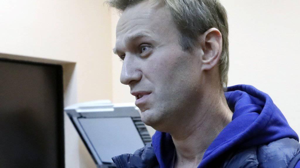 Der russische Oppositionspolitiker Alexej Nawalny ist gleich nach seiner Entlassung aus dem Gefängnis erneut festgenommen und zu 20 Tagen Haft verurteilt worden.