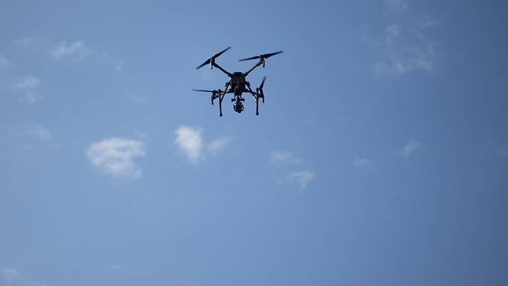 Zwei Drohnen, die am Mittwoch am Flughafen London-Gatwick gesichtet worden, haben den gesamten Flugbetrieb durcheinander gebracht. (Symbolbild)