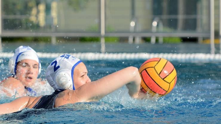 Die Wasserballerinnen des WSV Basel gewinnen zum zehnten Mal den Titel.