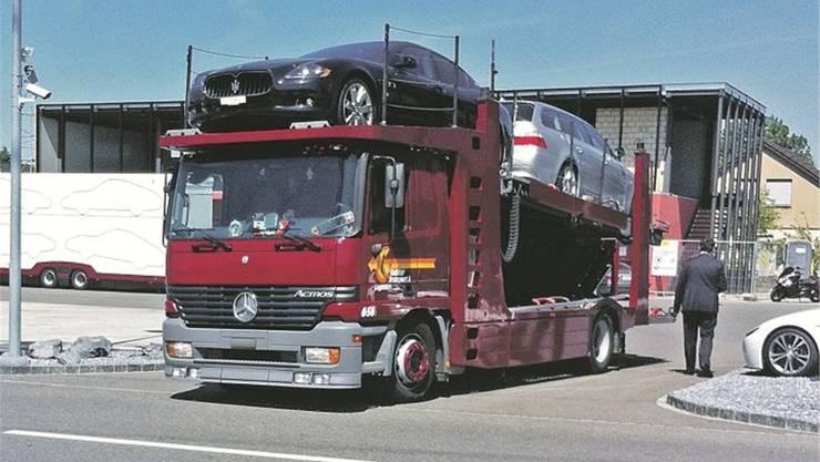 Mai 2011: Santoros Autos werden in Dintikon abtransportiert
