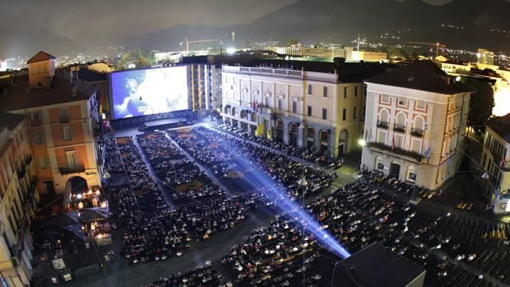 """Herzstück und Publikumsmagnet des Filmfestivals Locarno: das allnächtliche Freiluftkino auf der Piazza Grande. Erster Programmhöhepunkt der 72. Ausgabe wird am Samstag Quentin Tarantinos """"Once Upon a Time.... in Hollywood"""" sein. (Archivbild)"""