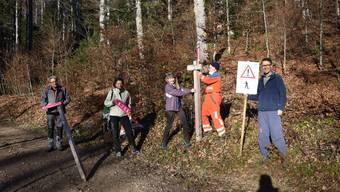 Freiwillige von Grenchen Tourismus unterwegs auf dem Grenchenberg, um die Schneeschuhtrails zu markieren: Von links Ernst Viktor Bühler, Monika Lauber, Jacqueline Gut, Hansruedi Kronenberg und Christoph Speiser.