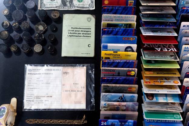 Die Fundstuecke alias das «Kabinett der Kuriositaeten», die im Laufe der Jahre im Rechen gefunden wurden