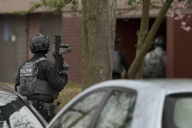Ein Polizist der Anti-Terror-Einheit im Einsatz.