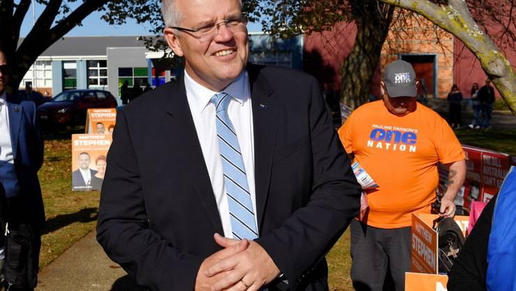 Bei der Parlamentswahl in Australien zeichnet sich ein enges Rennen zwischen der rechtsliberalen Koalition und der Labor-Opposition ab. Neusten Umfrage zufolge liegt das Regierungslager von Premierminister Scott Morrison (im Bild) inzwischen vorne.
