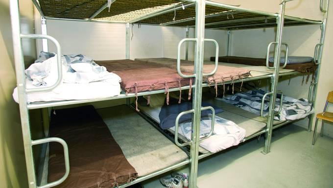 Die Notunterkunft Uster (im Bild ein dortiger Schlafsaal) wurde im Jahr 2017 geschlossen. Das reicht den Gegnern der Notunterkünften nicht: Sie fordern, dass alle Notunterkünfte im Kanton Zürich geschlossen werden.