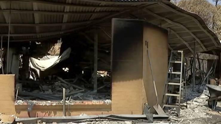 Ein durch einen Buschbrand in Yeppoon im australischen Bundesstaat Queensland zerstörtes Haus.