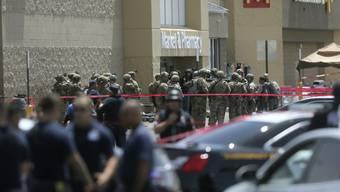 Bei einem Schusswaffenangriff im texanischen El Paso sind am Samstag (Ortszeit) mindestens 20 Menschen getötet und zahlreiche weitere Personen verletzt worden.
