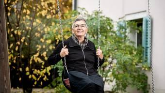 Die abtretende HPD Bachtelen-Leiterin Jacqueline Fluri schätzt auf dem Spielplatz das «Ritigampfi». Die Schaukel fördert die Koordination und den Gleichgewichtssinn der Kinder.