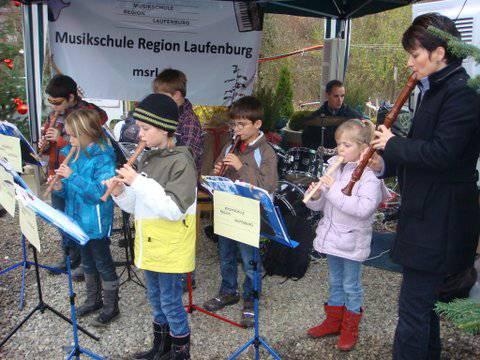 Das Blockflötenensemble der Musikschule Region Laufenburg mit ihrer Lehrerin Gaby Merkofer.