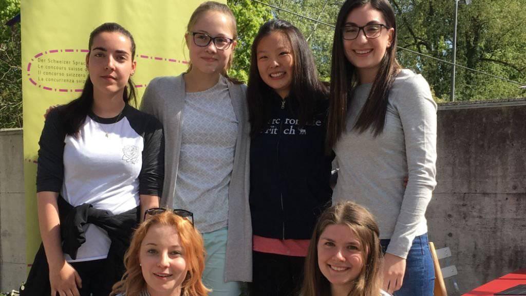 Die sechs Gewinnerinnen des Sprachenwettbewerbs kommen aus allen Sprachregionen der Schweiz.