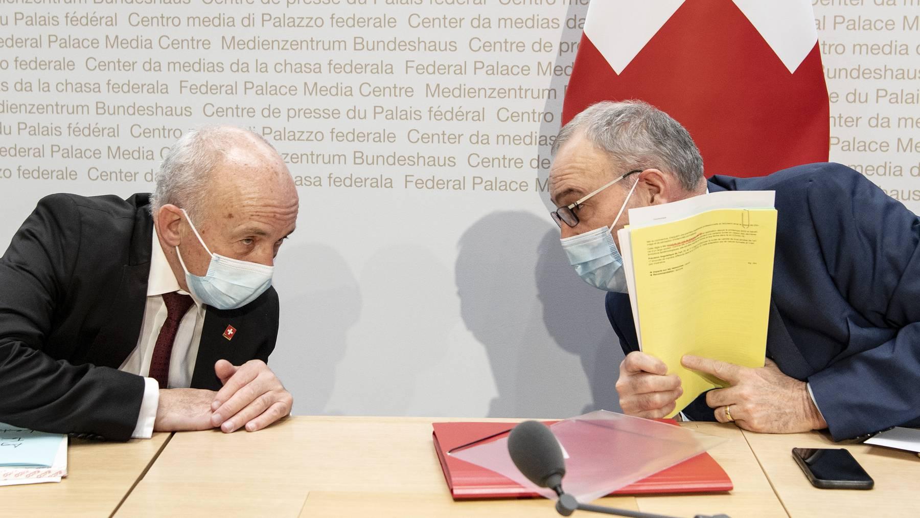 Stehen unter Druck: die SVP-Bundesräte Ueli Maurer und Guy Parmelin.