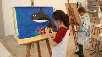 In einer Bildschule werden Kinder und Jugendliche von professionellen Künstlern gestalterisch unterrichtet.