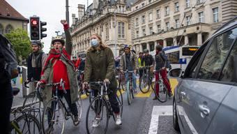 Velofahrer demonstrieren am 15. Mai 2020 in Lausanne für velofreundlichen Verkehr. Nun fordern auch die Städte mehr Platz für Zweiräder und Fussgänger.