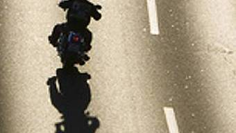 Rasender Motorradfahrer (Symbolbild)