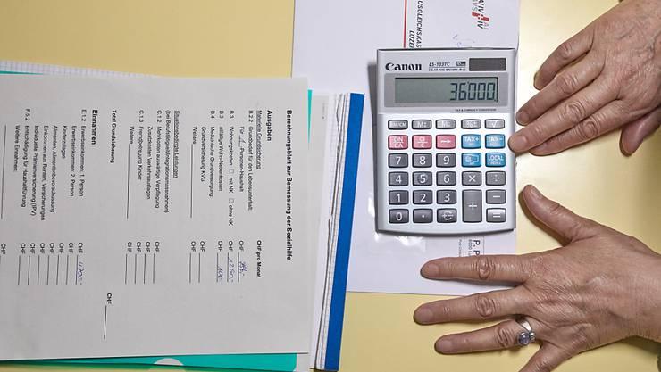 Für hochverschuldete oder mittellose Privatpersonen existiert in der Schweiz keine Möglichkeit, ihre Finanzen nachhaltig zu sanieren. Das soll sich nun ändern.