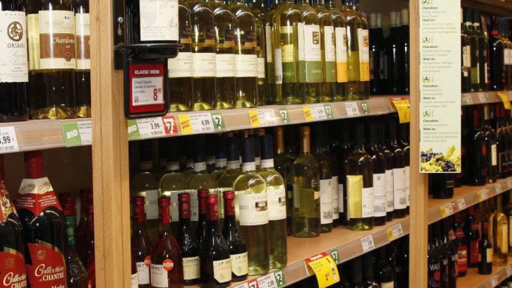 Beim Weinkonsum ist weltweit der Exportanteil um 1,4 Prozent gestiegen. Mehr als zwei von fünf getrunkenen Flaschen stammen mittlerweile aus dem Export. (Archivbild)