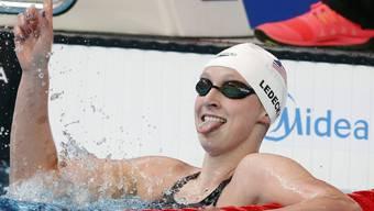 Die Amerikanerin Katie Ledecky freut sich in Kasan über ihren Weltrekord über 1500 m Crawl