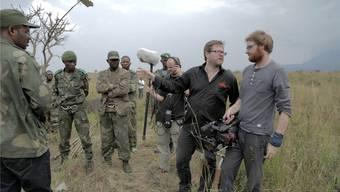 Der Schweizer Regisseur Milo Rau (2.v.r.) im Kongo bei Dreharbeiten zu seinem Film «Das Kongo Tribunal».Thomas Schneider