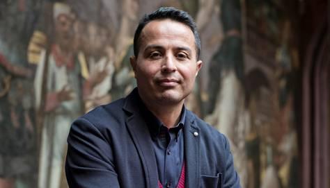Atilla Toptas ist in der Türkei aufgewachsen. Mit 29 Jahren kam er in die Schweiz. Der Vater von zwei Kindern arbeitet als Psychologe, politisiert für die SP im Basler Grossrat und ist Co-Präsident der Schweizerisch Kurdischen Gemeinschaft.