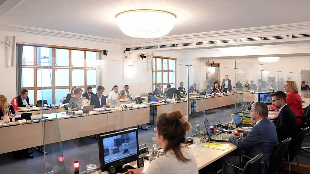ARCHIV - Im Ausweichquartier des österreichischen Parlaments in der Hofburg findet eine Sitzung des Untersuchungsausschusses der Ibiza-Affäre statt. Foto: Roland Schlager/APA/dpa