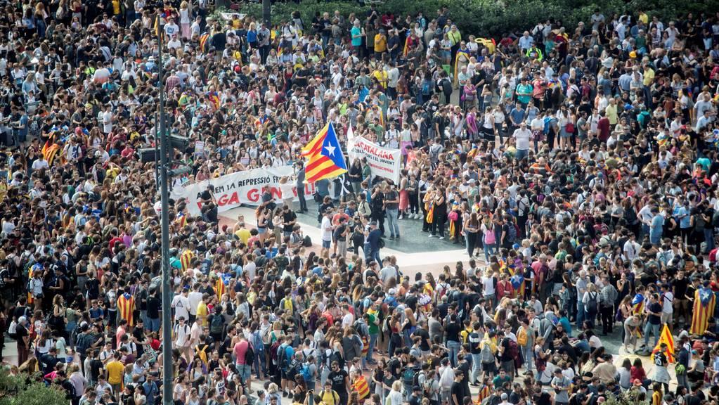 Die Katalonen fordern Unabhängigkeit.