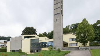 Hinter den Mauern der Evangelisch-Reformieren Kirche in Bottmingen wird um eine Pfarrstelle gestritten.