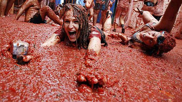 Spanier liefern sich Tomatenschlacht