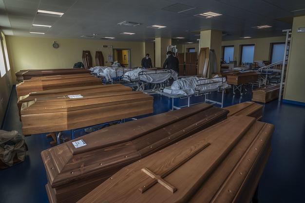 In Bergamo stehen Särge bereit für die sterblichen Überreste von Opfern des Coronavirus.