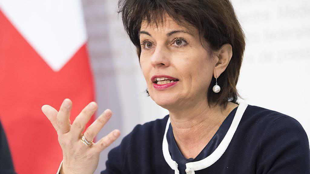 Bundespräsidentin und Energieministerin Doris Leuthard legt die Argumente für das revidierte Energiegesetz dar, über das am 21. Mai abgestimmt wird.