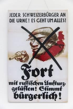 «Es geht um alles!»: Dieses Plakat des Bürgerblocks zu den eidgenössischen Wahlen von 1919 setzte auf die Furcht der Bevölkerung vor «russischen Umsturzgelüsten». Das Plakat ist im Korridor des Solothurner Staatsarchivs zu sehen.