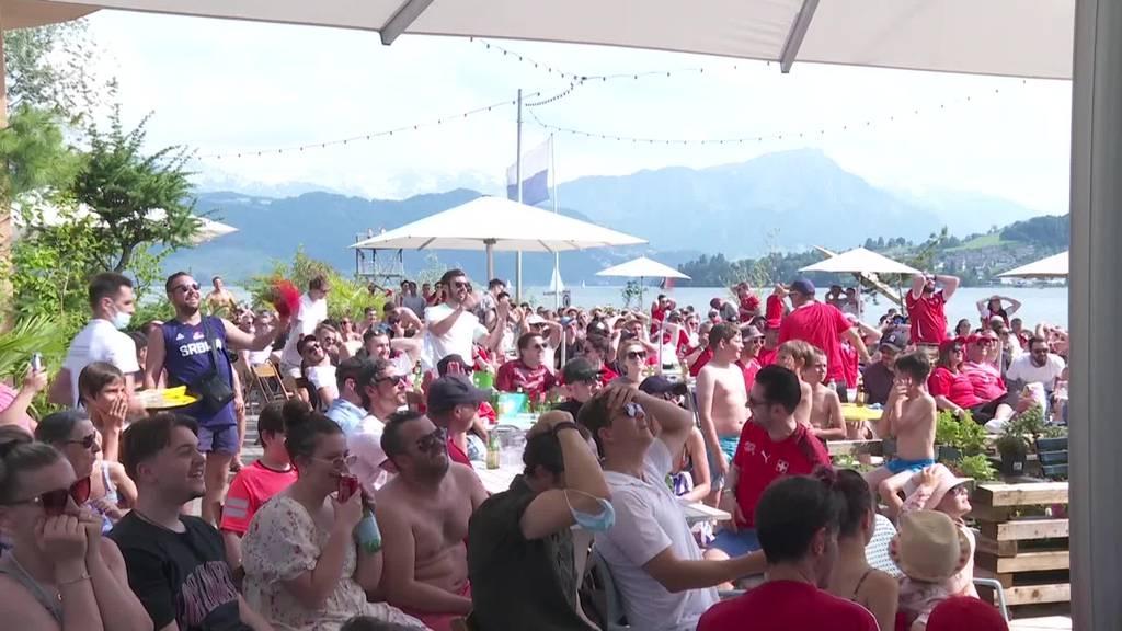 Ob drinnen oder an der Sonne – Schweizer Torchancen sorgen für Stimmung