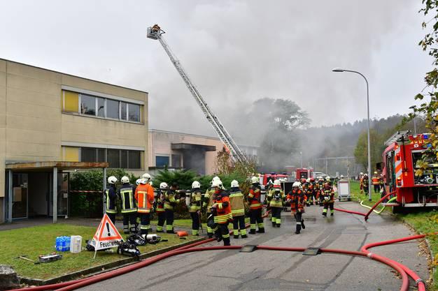 Die Feuerwehren mehrerer Gemeinden wurden zur Brandbekämpfung aufgeboten.