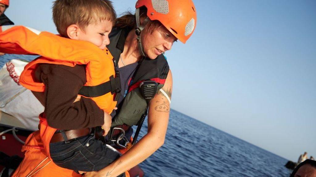 Sea-Eye-Mitarbeiter haben mit dem Rettungsschiff Alan Kurdi auf ihrer letzten Mission 44 Flüchtlinge gerettet. (Archiv)