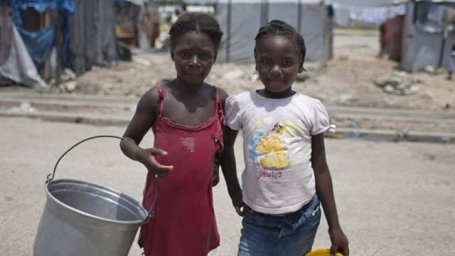 Kinder auf Haiti wachsen nach Erdbeben in Camps auf (Archiv)