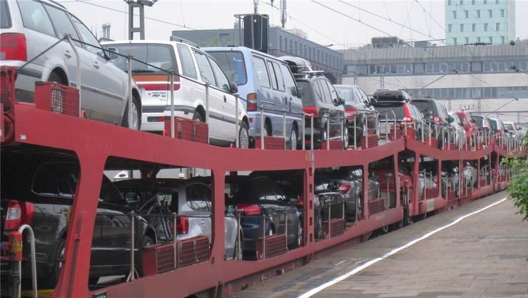Autoreisezug in Hamburg. Die Deutsche Bahn stellt das Angebot von Lörrach Ende Jahr ein. Ein mittelständisches Unternehmen aus Nürnberg übernimmt es.