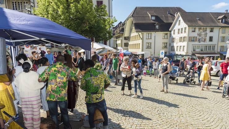 Kontroverse Diskussion und fröhliche Begegnungen am kantonalen Anlass zum Flüchtlingstag in Zofingen.