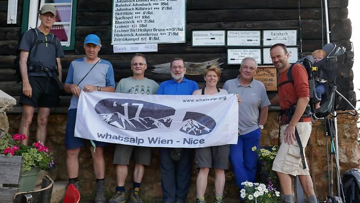 """Die """"Whatsalp""""-Wandertruppe ist seit Montag in der Schweiz unterwegs."""