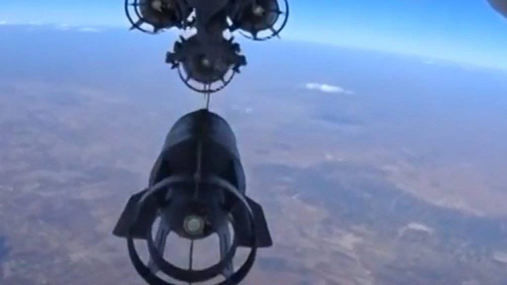 Seit der Einsetzung der Waffenruhe zwischen Regierungstruppen und Oppositionellen gerät der IS zunehmend unter Druck. Auch Russland greift nun die IS-Hochburg al-Rakka aus der Luft an (Symbolbild).