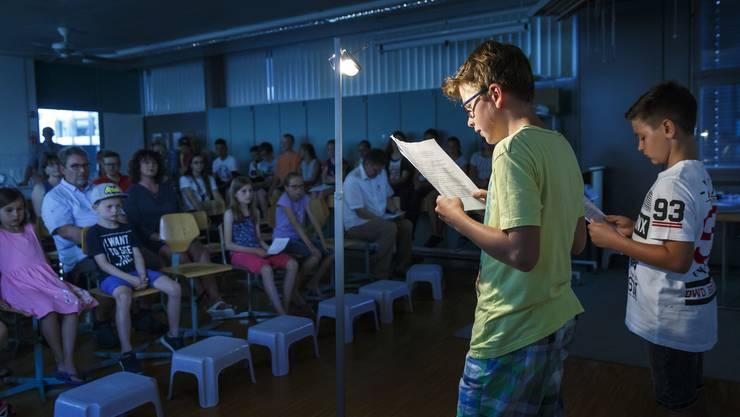Nach dem Schreiben der Krimis gehörte auch das Vorlesen vor Publikum zum Schreibexperiment dazu.